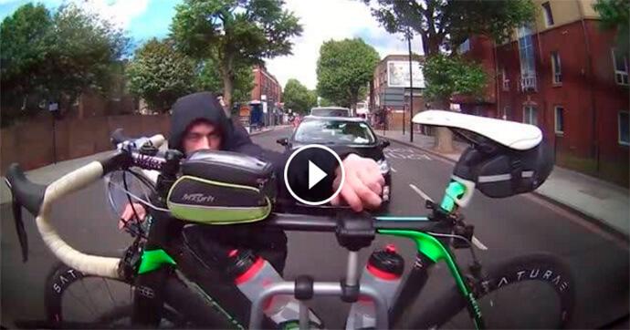 ladrao-roubar-bicicleta-em-movimento