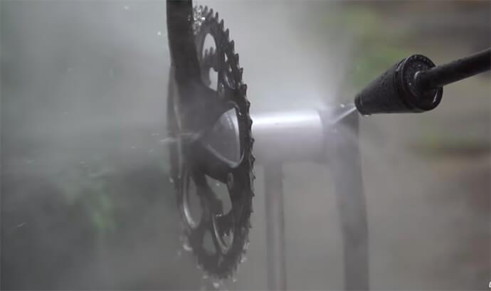 lavar-bicicleta-jato-de-agua